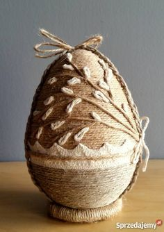 Jajo wielkanocne wykonane ręcznie ze sznurka Tychy sprzedam Jute Crafts, Diy Home Crafts, World Food Programme, Quilted Christmas Ornaments, Easter Egg Designs, Easter Egg Crafts, Coloring Easter Eggs, Egg Art, Egg Decorating