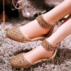 Super Ideas For Fashion Shoes Boots Outlets Fancy Shoes, Pretty Shoes, Beautiful Shoes, Cute Shoes, Bridal Sandals, Bridal Shoes, Shoes Flats Sandals, Shoe Boots, Flat Sandals
