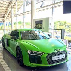 Matte green Audi R8!
