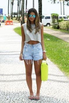 Shorts de cintura alta. Os shorts de cintura alta voltaram para ficar. Saiba como usar shorts de cintura alta e se inspire com os looks das blogueiras.