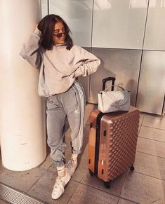 My shoes different plane my hair? Had a shower plane outfit? - My shoes different plane my hair? Had a shower plane outfit? Source by - Lazy Outfits, Mode Outfits, Trendy Outfits, Summer Outfits, Fashion Outfits, Airport Outfits, Comfy Airport Outfit, Summer Airport Outfit, Comfy Travel Outfit