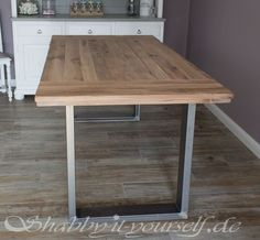 Lofttisch selber bauen 12 Build loft table yourself 12 Related posts: Check out how to build this easy DIY Pallet Table /istandarddesign/ This week I show you how to build a DIY farmhouse dining table using reclaimed b… Ana White