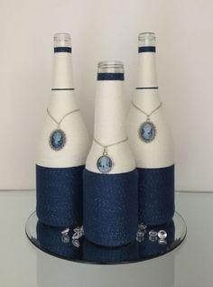 Роскошные бутылки оформленные с помощью ниток и подвесок с нежными камнями
