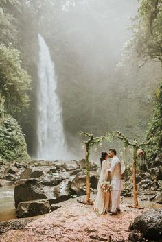 5 amazing Bali elopements + tips to plan your own - 100 Layer Cake Bali Wedding, Forest Wedding, Elope Wedding, Wedding Events, Dream Wedding, Elopement Wedding, Wedding Favors, Double Wedding, Wedding Ceremonies
