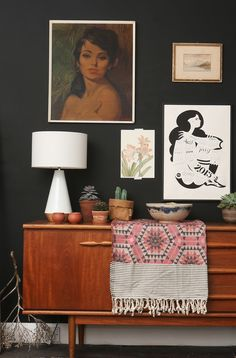 Mid Century Sideboard with a splash of Pink blanket joy. My Living Room, Home And Living, Living Spaces, Interior Design Inspiration, Decor Interior Design, Interior Decorating, Mid Century Sideboard, Mid Century Furniture, Mid Century Dining Table