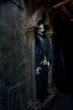 I think I will do this to my storage shed outside......oh the things that could scare the children