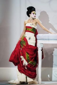 """My #Oriental #Images: #geisha on the #runway Click http://la-mode-by.gvmiao.com/oriental-images/, https://www.facebook.com/media/set/?set=a.277580349964.140107.277566999964=3 to view the full album of my #blog's """"My #Oriental #Images"""" originally published on La Mode by GV Miao #fashion #blog (http://la-mode-by.gvmiao.com/) and fan page (https://www.facebook.com/gvmiaovickivictoirefashionistaz)."""