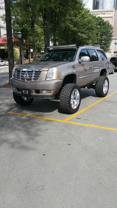 Lifted Escalade Suv Trucks, Lifted Chevy Trucks, Escalade Esv, Cadillac Escalade, Custom Trucks, Custom Cars, Lifted Tahoe, Off Road Adventure, Chevrolet Suburban