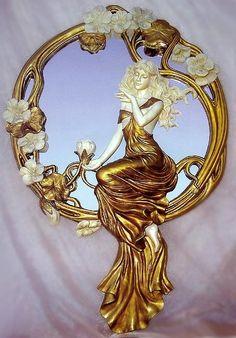 Art Nouveau espejo de mano.