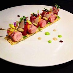 Inconnu chef   et  inconnu plat ,...viande  ou   poisson? de tout  façon  bon  et beau
