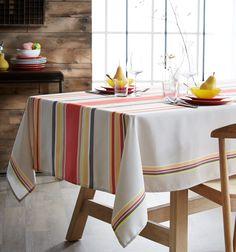 Créez une nouvelle décoration de table avec la nappe DUNES sable en 100% polyester, de fabrication française. D'inspiration linge basque, vous donnerez un air estival à votre table. L'effet lin apportera un style authentique et tendance à la fois. Très facile d'entretien, les tâches ne seront plus un problème pour vous ! #nappe #madeinfrance Table Linens, Loom, Weaving, Dining Room, Table Decorations, Inspiration, Furniture, Fez, Dune