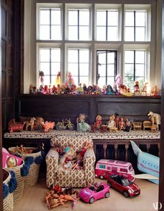 At her Tudor manse in England, supermodel Claudia Schiffer and her family are surrounded by historic architecture, modern art—and a few friendly ghosts Claudia Schiffer, Home Room Design, House Design, Barbie Room, English House, English Manor, Tudor House, Historical Architecture, Arts And Crafts Movement