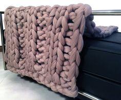 Knitted super chunky ribbed blanket. Giant knit door Millsyarn