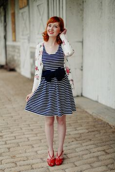 The Clothes Horse's Rebecca flaunts her retro and versatile style in our 6 Items 7 Outfits feature!