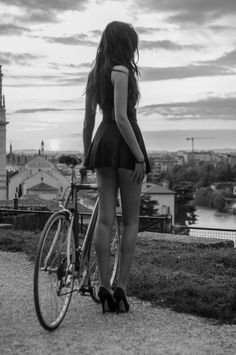 Have you ever tried riding a bike in a skirt or dress that short. I have and let me tell you , it is High Risk, ha ha. Have had some funny looks Cycle Chic, Bicycle Race, Bicycle Girl, Bicycle Women, Mtb Bike, Cycling Girls, Sensual, Hot Rods, Pin Up