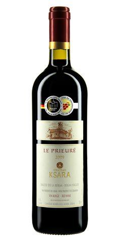 Steffis Liebling: Dieser Prieuré, dessen Name die christlichen Wurzeln des Weinguts verrät, ist die reinste Verführung. Sein helles Rubinrot scheint fast sündig, während Aromen von exotischen Früchten und Gewürzen eher an den Garten Eden erinnern. Sanfte Tannine lassen diesen Rotwein leicht über die Zunge fließen. So sicher wie das Amen in der Kirche, werden Sie dieser paradiesischen Verführung nur zu gern erliegen. #Wein #Weine #Wine #wines #drink #Rotwein #red wine