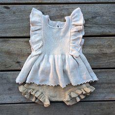Se det här fotot av @knittingforolive på Instagram • 1,269 gilla-markeringar Knitted Baby Outfits, Knitted Baby Clothes, Knitting For Kids, Baby Knitting Patterns, Crochet Bebe, Knit Crochet, Baby Girl Fashion, Kids Fashion, Toddler Outfits