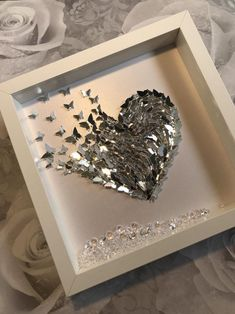 Butterfly Pictures, Heart Pictures, Butterfly Gifts, Butterfly Frame, Crafts To Make, Diy Crafts, Adult Crafts, Incredible Gifts, Christmas Arrangements