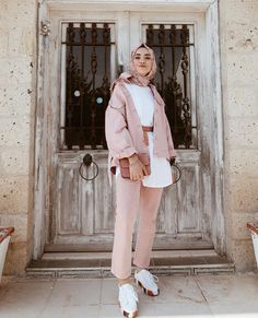 Image in Fashion hijab collection by chaimaâ on We Heart It Modest Fashion Hijab, Modern Hijab Fashion, Street Hijab Fashion, Casual Hijab Outfit, Hijab Fashion Inspiration, Hijab Chic, Muslim Fashion, Fashion Outfits, Hijab Collection