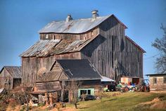I can not even begin to imagine the thing's that this barn has witnessed...