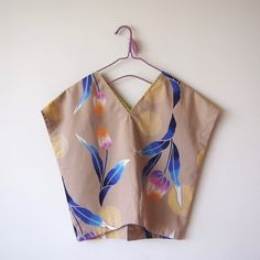 … Sewing Clothes, Diy Clothes, Modern Kimono, Sewing Magazines, Iranian Women Fashion, Diy Tops, Japanese Sewing, Dress Neck Designs, Easy Sewing Patterns