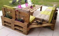DIY Pallet Corner Patio Couch & Table...that you can also plant flowers in!! What a cute idea!!! Find this & Over 60 of the BEST Pallet Ideas here...  http://kitchenfunwithmy3sons.com/2016/01/fun-finds-friday-the-best-diy-wood-pallet-ideas.html/
