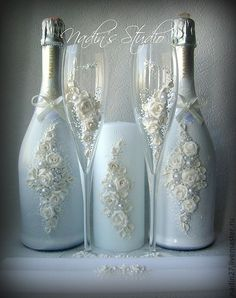 Decorative Bottles : Garrafa decorada -Read More – Wine Bottle Art, Diy Bottle, Wine Bottle Crafts, Jar Crafts, Vodka Bottle, Wedding Bottles, Wedding Glasses, Bottles And Jars, Glass Bottles