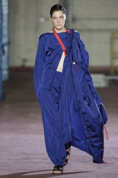 Fashion Week London Spring/Summer 2017 look 36 from the Joseph collection womenswear Fashion 2017, Fashion Show, Fashion Spring, Womens Fashion, Joseph Fashion, London Spring, Plus Size Designers, Plus Size Outfits, Sportswear