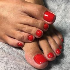 The advantage of the gel is that it allows you to enjoy your French manicure for a long time. There are four different ways to make a French manicure on gel nails. Toe Nail Color, Toe Nail Art, Nail Colors, Acrylic Nails, Pretty Toe Nails, Cute Toe Nails, Pretty Toes, Simple Toe Nails, Red Toenails