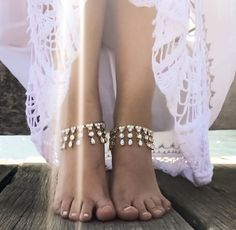 Elegant Pair of Gold Anklets for the Bride or Bridesmaids. Boho Gypsy Foot Jewelry Anklet Design with Teardrop and Round Kundan. The Juno Gold Stone Anklets are Perfect to Adorn the Brides Feet for a Bohemian Beach Wedding Theme. One Pair