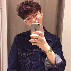 Imagem de boy, ulzzang, and korean Korean Boys Ulzzang, Cute Korean Boys, Ulzzang Boy, Korean Men, Cute Asian Guys, Asian Boys, Asian Men, Beautiful Boys, Pretty Boys