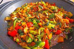 Hähnchenbrustgeschnetzeltes mit Paprika und Brokkoli aus dem Wok, ein beliebtes Rezept aus der Kategorie Geflügel. Bewertungen: 75. Durchschnitt: Ø 4,3.