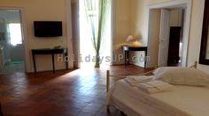 Villa Dimora Emilia - twin bedroom at apartment located in Massa Lubrense