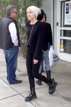Miley Cyrus to Katy Perry: Good Thing John Mayer is Your Ex!: Photo Miley Cyrus plays it cool as she does some shopping at Bed Bath & Beyond on Wednesday (March in Los Angeles. Miley Cyrus Outfit, Miley Cyrus Style, Hannah Montana, Dr Martin Boots, Tennessee, Bad Girls Club, Mid Rise Skinny Jeans, Fall Winter Outfits, Winter Style