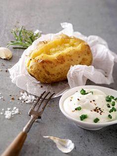 Kartoffeln und Quark – klingt zunächst nicht nach Diät. Aber diese Kombi bewirkt tatsächlich, dass du bis zu 1 Kilo pro Tag abnimmst. So funktioniert die Diät.