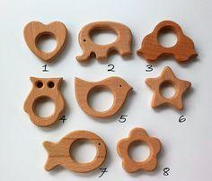 Esta lista es para 1 (uno) mordedor de madera natural, sin acabado, con forma de PEZ. Ideales para mordedores, collares de lactancia y juguete para niños para ayudar durante la dentición.  **************************************** This listing is for 1 (one) wooden teether, unfinished, natural Wood. FISH shape.  You can use is as teether or in a nursing necklace, it is also a natural toy for helping babies during dentition.