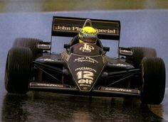 Estoril 1985: Ayrton Senna, Lotus 97T Primeira vitória de Ayrton Senna na Fórmula 1. Prova realizada sob uma chuva muito forte, onde o piloto brasileiro demonstrou mais uma vez a sua habilidade de pilotar em pista molhada.Estoril a 21 de Abril de 1985