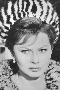 Princess Soraya of Iran resembles Sophia Loren to me! Persian Princess, Pahlavi Dynasty, Farah Diba, Persian Beauties, The Shah Of Iran, Iranian Women Fashion, Persian Culture, Famous Women, Famous People