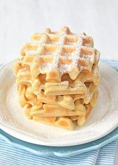 Vroeger bakte ik met mijn zusje regelmatig wafels. We hadden namelijk een multifunctioneel tosti-ijzer in huis waar ook wafelplaten in konden. We maakten het ons heel makkelijk met een mix en hadden d