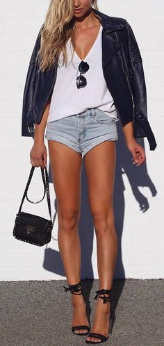 street style perfection outfit: leather jacket top shorts I want those legs! Oh what heels do to a fabulous body and outfit Everyday Casual Outfits, Casual Fall Outfits, Short Outfits, Classy Outfits, Cute Simple Outfits, Cute Summer Outfits, Outfit Summer, Fashion Models, Girl Fashion