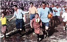 Salida de las Selecciones de Uruguay Vs Argentina, en la gran final de la Copa Mundial de Fútbol Uruguay 1930.