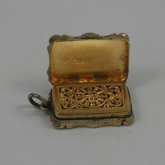 Victorian Silver-Gilt Vinaigrette R.02 - £230.00 : Antique Silver, 18th 19th 20th Century Antique silver - D & D Antiques UK
