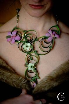 Apply quilling to steel grass! add orchids, etc. Necklace of fresh lilly grass, orchids and ornithogalum blooms by Catherine Epright - Green Dahlia Florist Botanical Fashion, Floral Fashion, Collar Floral, Floral Necklace, Arte Floral, Dahlia, Jewelry Art, Flower Jewelry, Flower Designs