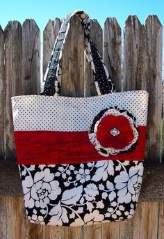 LOVE this pocketbook (but in different fabric, I'd never keep this clean) but no tutorial.  :-(  http://www.ladybirdln.com/2011/04/handbag-fit-for-royalty.html