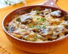 The juicy potato mushroom gratin is not only perfect for .-Der saftige Kartoffel Pilz Gratin passt nicht nur perfekt zu Fleisch, sondern is… The juicy potato mushroom gratin not only goes perfectly with meat, but is also a solo a delicious entree. Seafood Recipes, Chicken Recipes, Cooking Recipes, Fish Dishes, Tasty Dishes, Seafood Lasagna, Stuffed Mushrooms, Stuffed Peppers, White Bean Soup