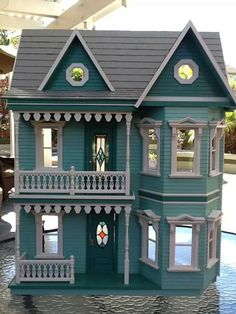 Princess Anne dolls house, decorated by Cathy Caviness. Love the colour.