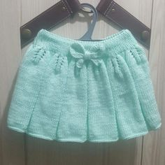 Leaf Patterned Pleated Bow Trim How To Knit Easy Child Skirt. Leaf Patterned Pleated Bow Trim How To Knit Easy Child Skirt. Sweater Knitting Patterns, Easy Knitting, Crochet Baby, Knit Crochet, Knitted Baby Clothes, Knit Skirt, Pleated Skirt, Baby Dress, Girl Outfits