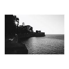 Atardece en la tacita de plata. #cádiz #cai #andalucía #spain #blancoynegro #blackandwhite #sunset #atardecer #mar #sea #atlanticocean #oceanoatlantico #paseo #igers #igerscadiz #igerspain #vsco #vscoedit #vscolovers #canon6d #35mm