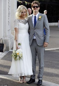 BBC Radio one DJ Fearne Cotton marries Jesse Wood (Rolling Stones Ronnie Woods Son) on JulyPin for Later: Married to Fashion: 18 Wedding Looks From Our Favourite Style Stars For her laid-back London wedding to Jesse Wood, Fearne Cotton picked a custom-mad Fearne Cotton, Celebrity Wedding Hair, Celebrity Dresses, Celebrity Weddings, Celebrity News, Celebrity Style, Ankle Length Wedding Dress, Boho Wedding Dress, Boho Gown