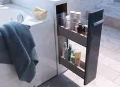 Castorama : Gagner de la place dans la salle de bains. Installer un flaconnier au bout de la baignoire permet d'avoir tous les produits à portée de main, même une fois bien intallé dans la mousse.